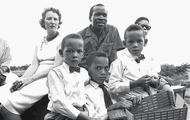 a brief biography of sir seretse khama the first president of botswana Seretse khama was the chief of the bama-ngwato tribe, bechuanaland (now botswana) khama's problems with the british started when he married an english woman, ruth williams in september 1948, in england, without the permission of the tribal elders.